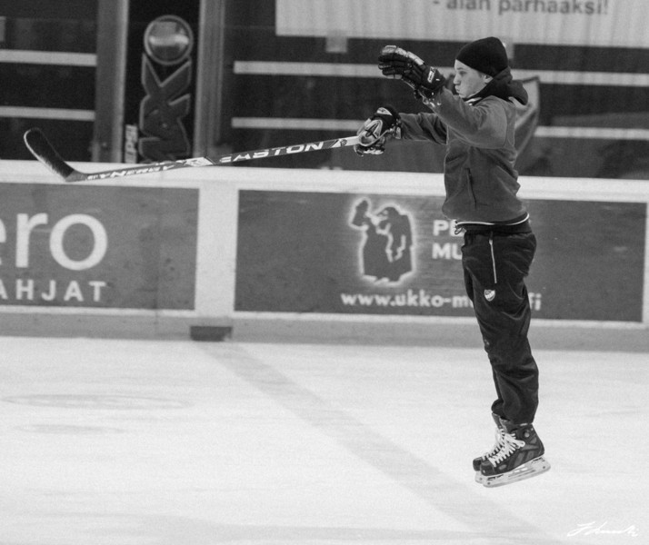 In the air in hockeyschool...