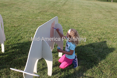 Tinley Fleshner paints a cow.