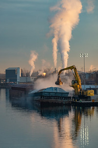 Early morning barge operations on the Calumet River just east of Torrence Avenue bridge. 11/26/19