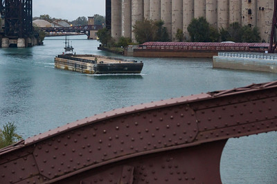 Barge heading up the Calumet River towards the 100th Street bridge. 11/2/18