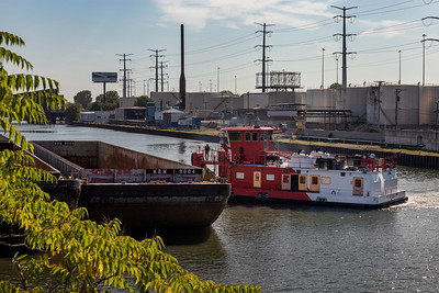 IMG_3349.jpg  Barge operations on the Chicago Sanitary and Ship Canal, east of California Avenue. 8/21/20