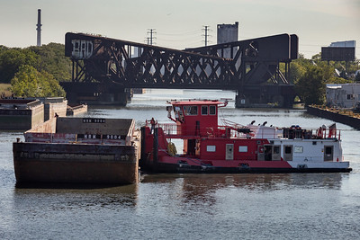 IMG_3317.jpg Barge operations on the Chicago Sanitary and Ship Canal, east of California Avenue. 8/21/20