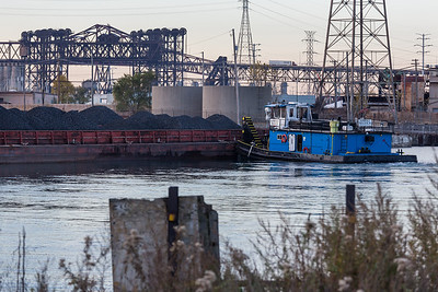 IMG_6763.jpg Barge operations on the east bank of the Calumet River near Ewing Avenue. 11/2/18