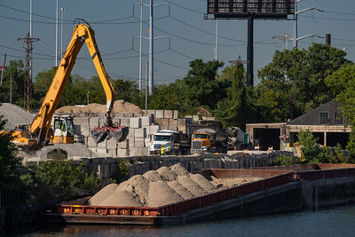 IMG_3395.jpg  Barge loading operation at Prairie Materials on the Chicago Sanitary and Ship Canal at California Avenue. 8/21/20