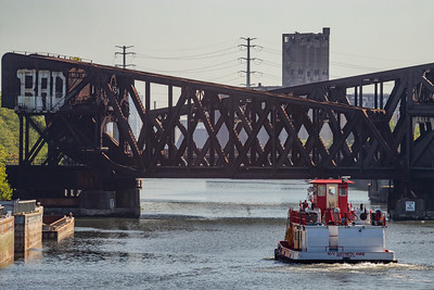 IMG_3359_1.jpg  Tow boat on the Chicago Sanitary and Ship Canal, east of California Avenue, heading under the eight track railroad bridge. 8/21/20