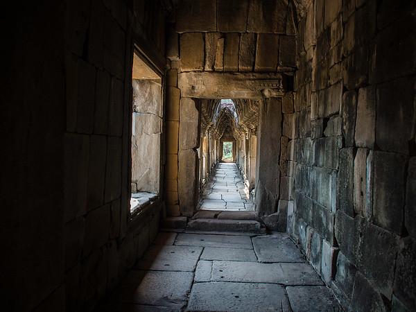 Passage, Angkor Wat complex
