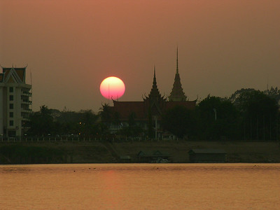 Cambodia: Phnom Penh: Mekong River at Sunset 2005
