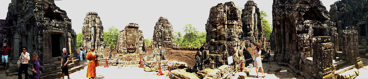 Looking around the Bayon