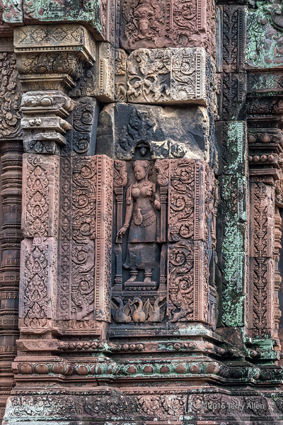 Devi figure, Banteay Srei