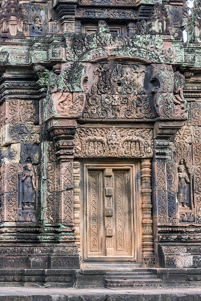 North-tower-or-west-entrance-of-sanctuary-with-devi-figures-and-intricate-carvings,-Banteay-Srei,-Cambodia