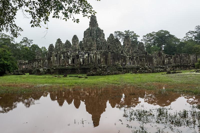 Rainy-day-reflections,-Bayon-Temple,-Angkor-Thom,-Siem-Reap,-Cambodia