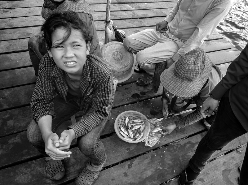 Daily life on the Kep crab market