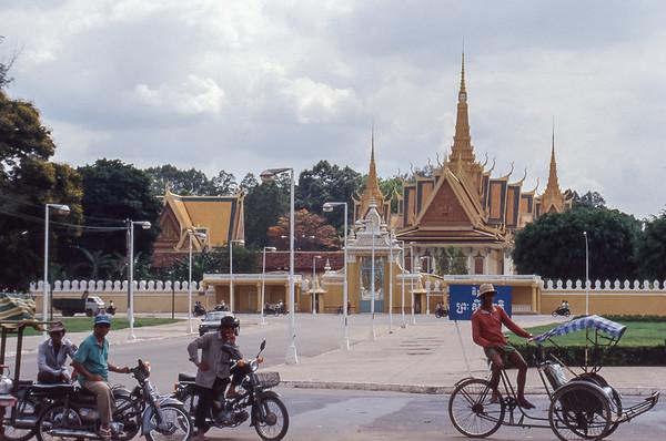Preah Sisowath Quay, Tonle Sap River