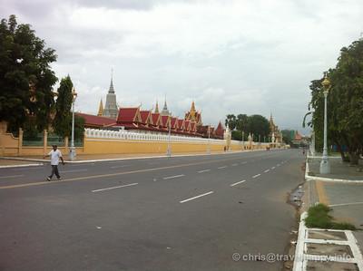 Shockingly empty road by the Silver Pagoda, Phnom Penh