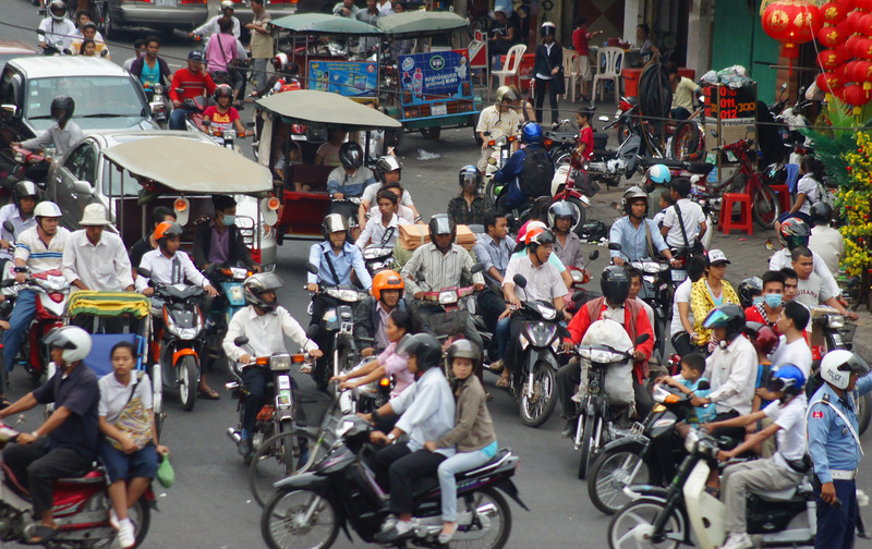 """Today's daily travel photo is overhead perspective shot of a busy & hectic intersection in the capital city of Phnom Penh, Cambodia:  <a href=""""http://nomadicsamuel.com/photo-blog/busy-traffic-phnom-penh-cambodia"""">http://nomadicsamuel.com/photo-blog/busy-traffic-phnom-penh-cambodia</a>"""