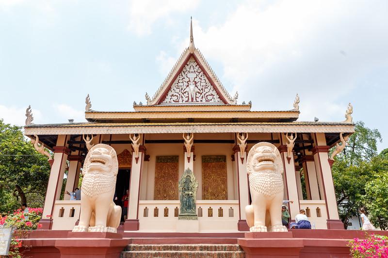 Wat Phnom - Main pagoda