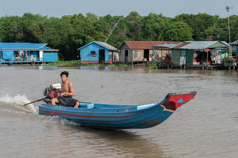 River-scene-2,-Siem-Reap-River,-Cambodia