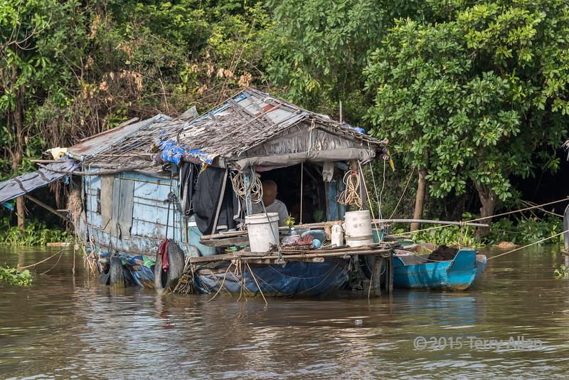 Handy-man-special,-still-floating,-Chong-Khneas-Floating-Village,-Siem-Reap-River,-Cambodia