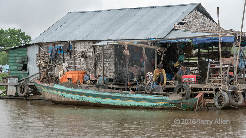 Engine-repair-shop-on-a-floating-house-in-a-light-rain,-Tahas-River,-Tonle-Sap,-Cambodia