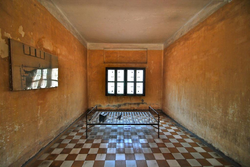 phnom penh prison