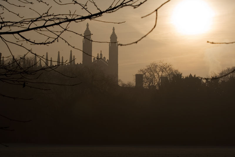 The view of the sun over King's College from Trinity College grounds<br /> <br /> 70-200L on the 350D