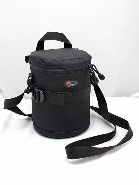Lowepro padded lens pouch to fit 14-35 mm f/2 lens
