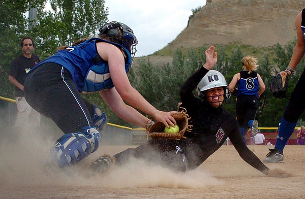 Kelly Schultze of the Sorcerer tags out Jessica Clifton of the Knockouts on Wednesday.<br /> The California Sorcerer  played against the Georgia Knockouts in 18 and under play.<br /> Cliff Grassmick / July 1, 2009