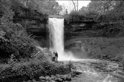 Leica M2 R_21 Acros 100 Pushed 400 HC110 Minnehaha Falls 10-23-16 026