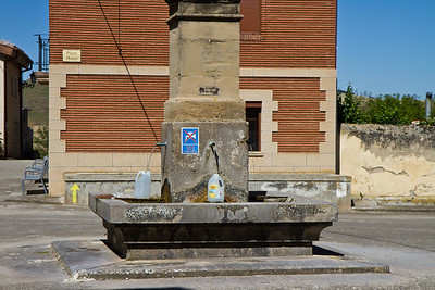 A fountain in Viloria de la Rioja declares its water non-potable.