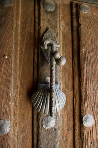 A door know with Camino symbolism as the parrochial albergue of Grañon.
