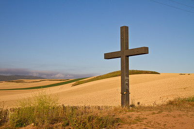 A wayside cross along the Camino de Santiago between Santo Domingo de la Calzada and Belorado.
