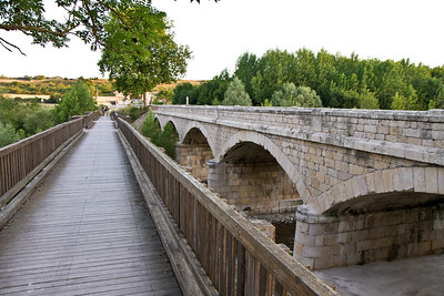Crossing over a wooden bridge, next to the stone bridge attributed to San Juan de Ortega.