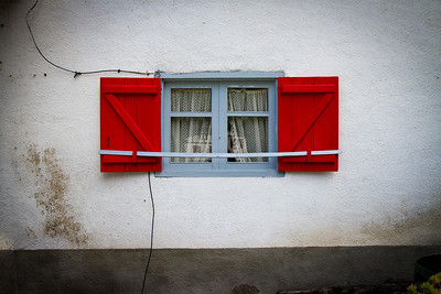 A colorful window in the tiny hamlet of Gañecoleta on the Varcarlos route to Roncesvalles.