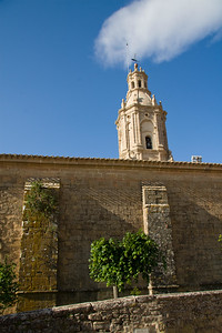 The Romanesque church of San Andrés in Villamayor de Monjardín was built in the 17th century.
