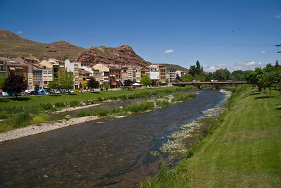 The town of Nájera is bisected by the Río Najarilla.