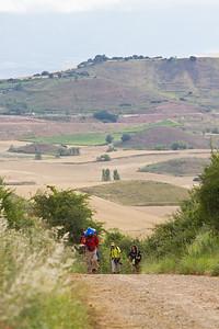 Pilgrims strain up a steep hill before Cirueña.