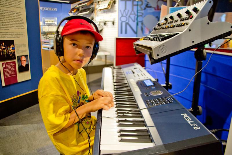 Emmet PianoEmmet Piano_1