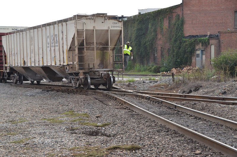 4246 – HOG local freight crossing the  CSX east-west mainline. That looks like a lot of fun hanging onto the hopper car. Maybe not  so much with a thunderstorm.