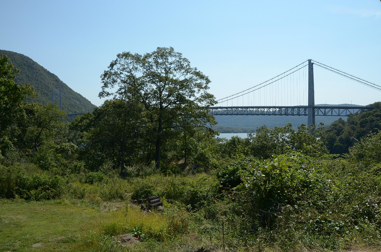 Here's the almost good view of the Bear Mountain suspension bridge.