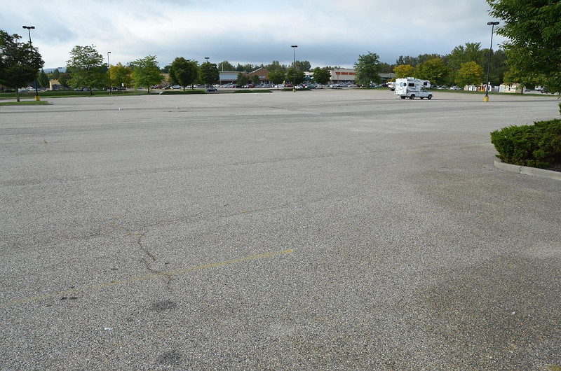 Sometimes we get an entire parking area to ourselves. Nice. Quiet.