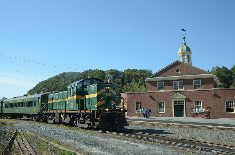 Woo Hoo! White River Station, with the Green Mountain Railroad's vintage RS-1 ready to depart for a two hour cruise!!
