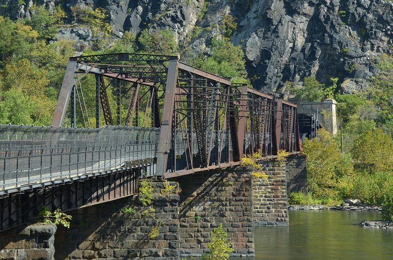 This bridge crosses the Potomac river, at the junction with the Shenandoah river.
