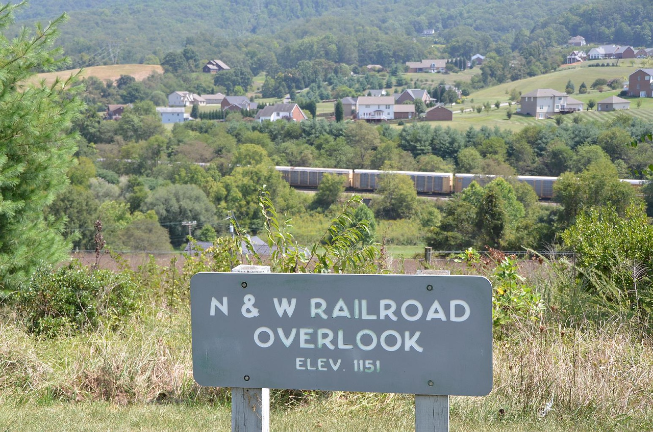 4810, 4813 – One of the few non-overgrown Overlooks was the N&W Railroad overlook. Wouldn't you know it, just as we stopped, we  could hear a train coming. Great!