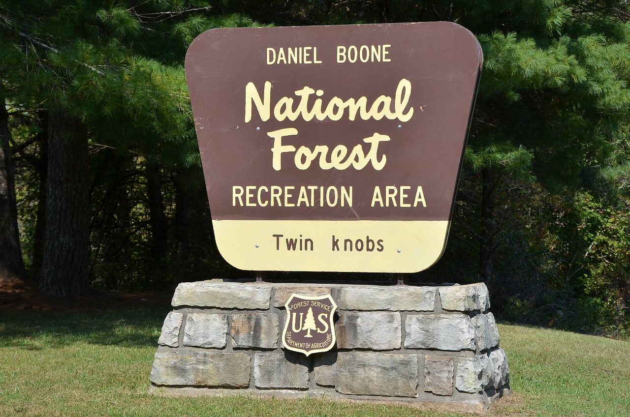 3686 - Twin Knobs Campground, KY. Huge, huge camping area. 213 campsites! Mostly empty.