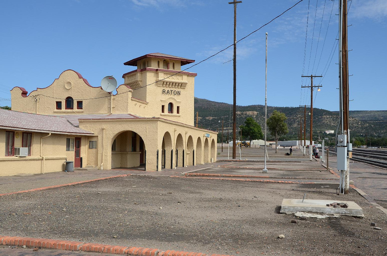 5830 - Raton, NM, Amtrak station. There was an elderly couple and a yound man waiting for the train. They said it was due in 15 minutes. Don't if they were looking at the holiday schedule. We waited 20... then left.