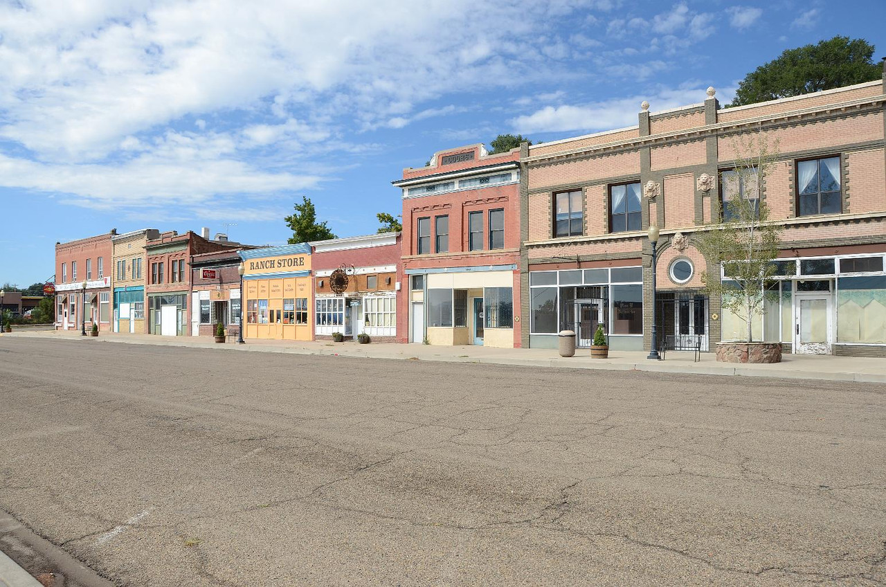 5827 - While still in Utah, we stopped in Raton, NM. The older, preserved from when Raton was big time, were very pretty.