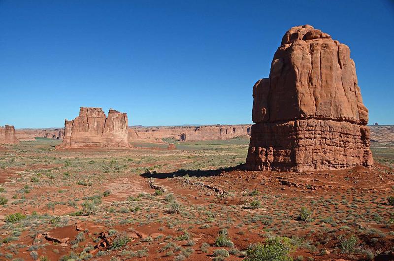 7944 - Rocks, big rocks. Everywhere....