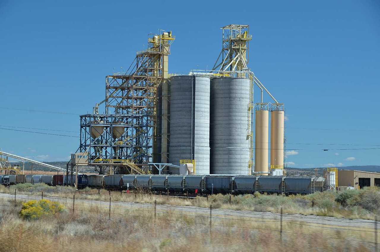 9213 - Along I-40, west of Albuquerque, was this grain silo-transfer facility. Trains.... Mmmm....