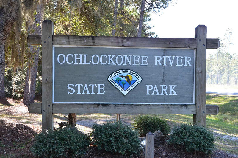 """9621 - Ochlockonee. Repeat after me: """"OK -- LOCK -- KNEE"""". At the confluence of the Ochlockonee, Dead, Sopchop rivers and Buckhorn creek. The weather this morning was blowing the Gulf into white caps, but it was almost perfectly still here, just a few miles North, and surrounded by trees. The sun was out all day today, and it sure beats the """"liquid sunshine"""" we've had for the last two days!!"""
