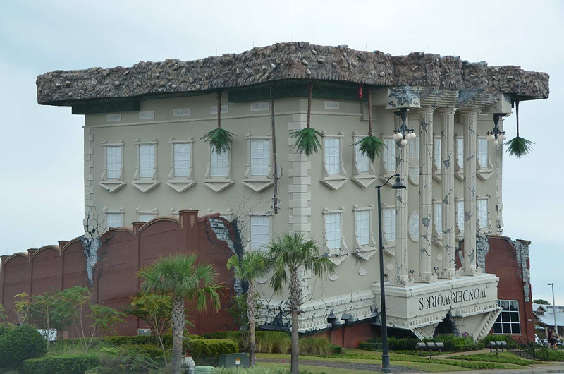 9589 - There's something wrong with this building in Panama City. Glad we're only passing through...